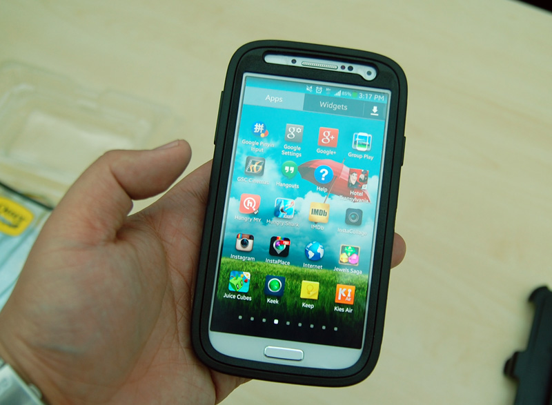Galaxy S4 with the OtterBox Defender Combo